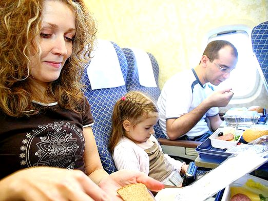 Фото - Чим зайняти себе в літаку?