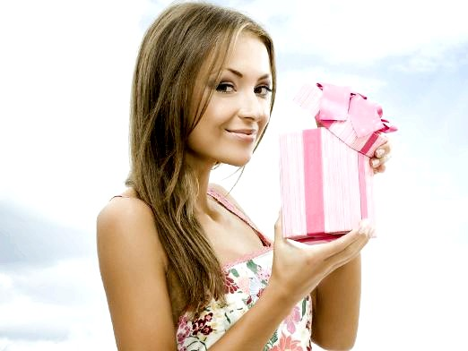 Фото - Що подарувати дівчині на 18 років?