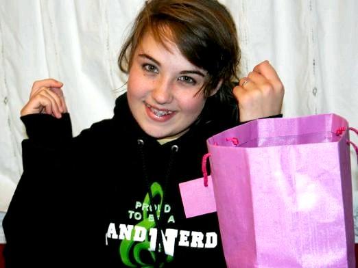 Фото - Що подарувати дівчині в 14 років?
