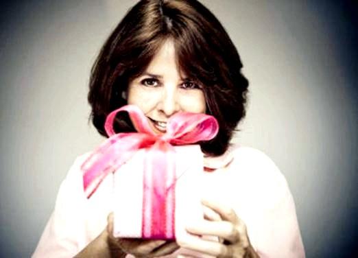 Фото - Що подарувати жінці 45 років?