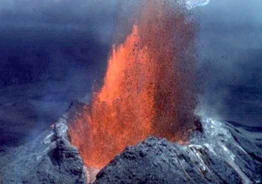 Фото - Що виходить з вулкана?