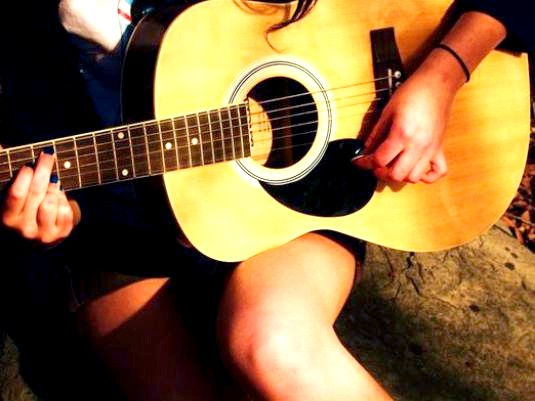 Фото - Як швидко грати на гітарі?