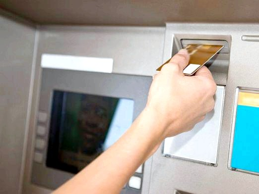 Фото - Як через банкомат перевести гроші?