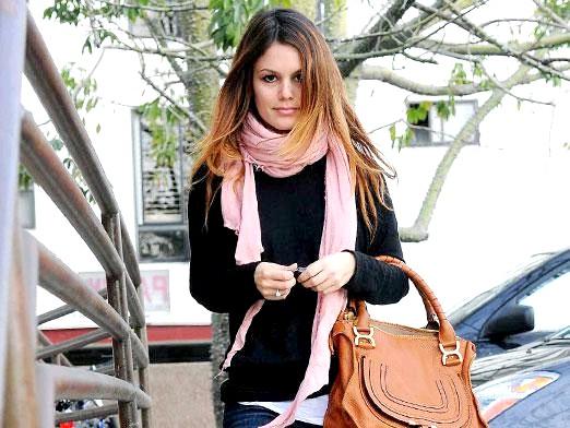 Фото - Як красиво зав'язати шарф на пальто?