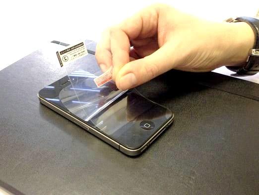 Фото - Як наклеїти плівку на iPhone?