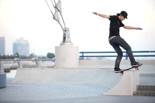 Фото - Як навчитися кататися на скейтборді?