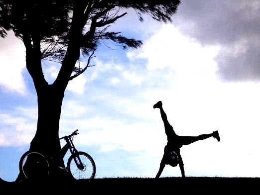 Фото - Як навчитися стояти на руках?