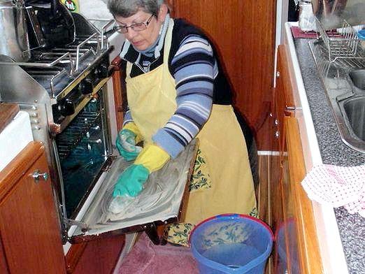 Фото - Як очистити духовку?