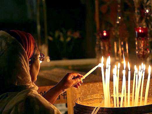 Фото - Як поставити свічку?