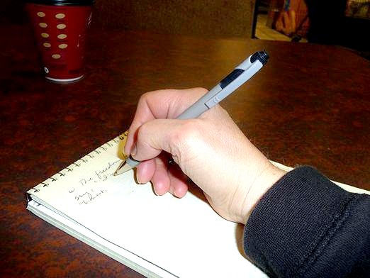 Фото - Як правильно тримати ручку?