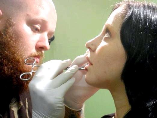 Фото - Як проколоти губу?