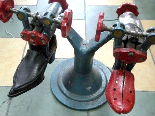 Фото - Як розтягнути шкіряне взуття?