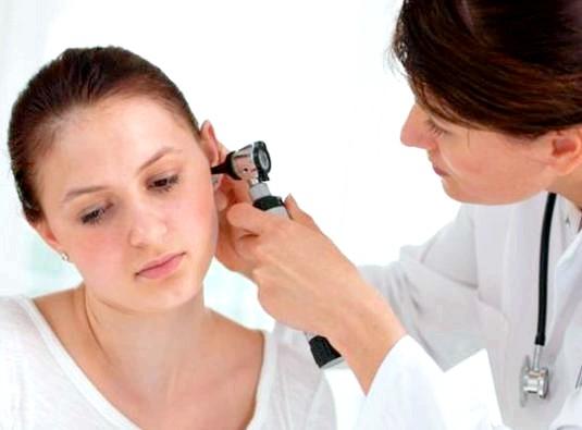 Фото - Як видалити пробки в вухах?
