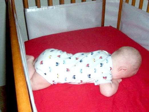 Фото - Коли дитина починає перевертатися?