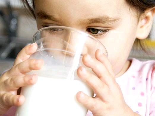 Фото - Чи можна козяче молоко дітям?