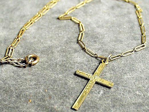 Фото - Чи можна носити чужий хрестик?