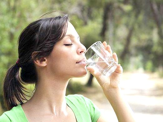 Фото - Чи можна пити дистильовану воду?