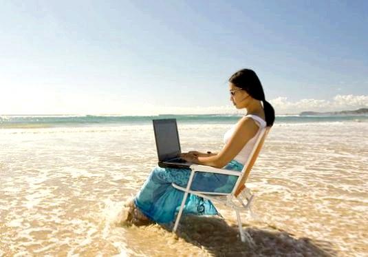 Фото - Чи можна працювати у відпустці?
