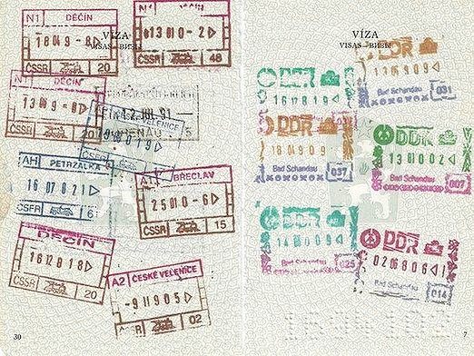 Фото - Чи потрібен дитині закордонний паспорт?