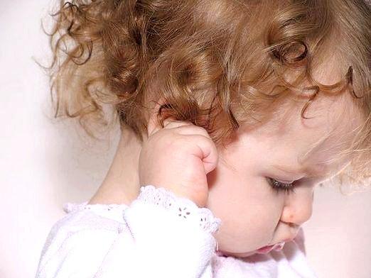 Фото - Чому сверблять вуха?