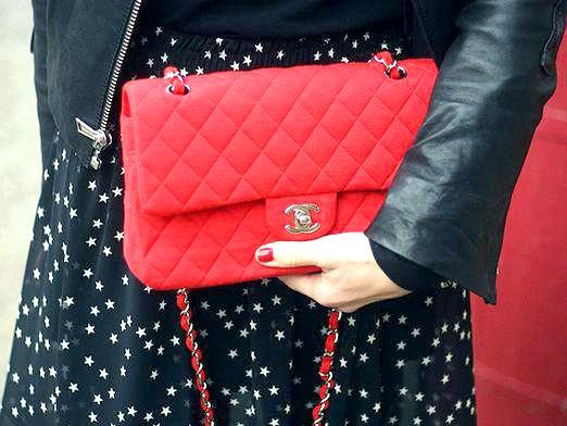 Фото - З чим носити червону сумку?