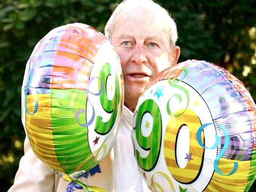 Фото - Що подарувати на день народження дідусеві?