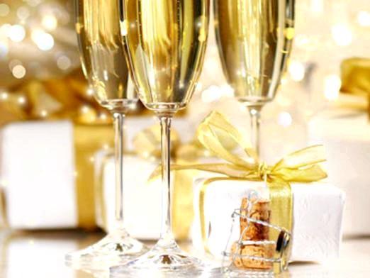Фото - Що подарувати на золоте весілля?