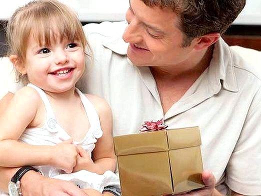 Фото - Що подарувати татові на 23 лютого?