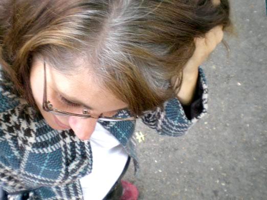 Фото - Чому сивіє волосся?
