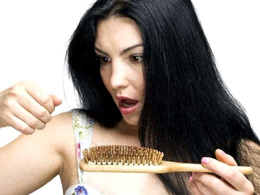 Фото - Чому випадає волосся у жінок?