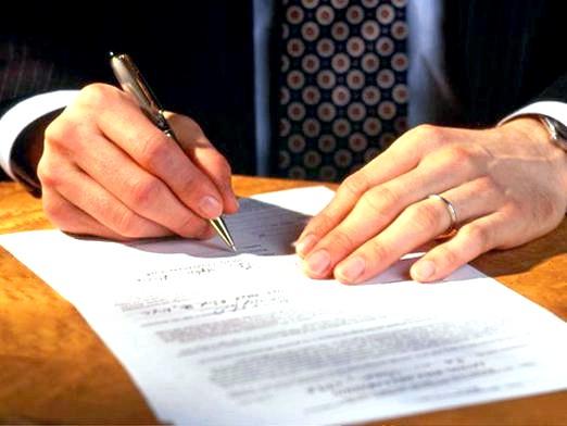 Фото - Чим відрізняється контракт від договору?