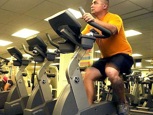 Фото - Які м'язи працюють на велотренажері?