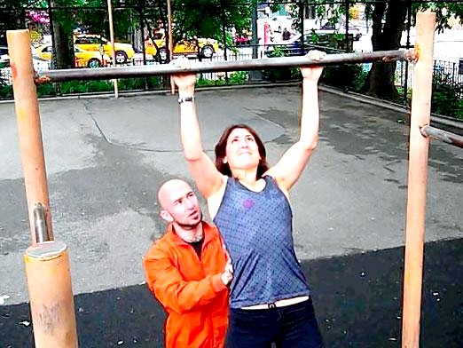 Фото - Які м'язи працюють при підтягуванні?