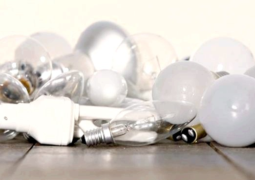 Фото - Чому перегорають лампочки?