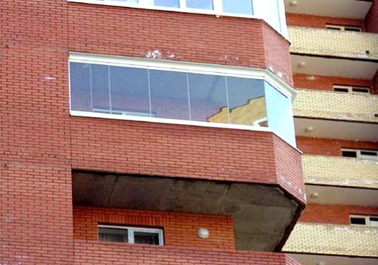 Фото - Чим відрізняється балкон від лоджії?