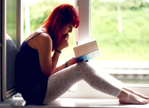 Фото - Що читають дівчата?