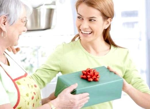 Фото - Що подарувати свекрусі на день народження?
