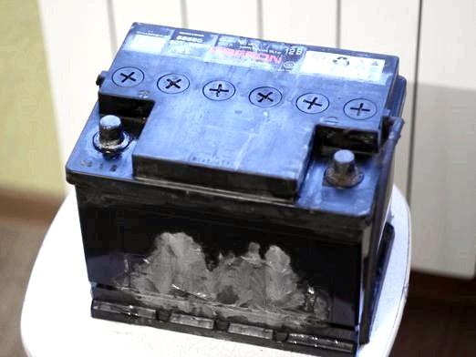 Фото - Скільки електроліту в акумуляторі?