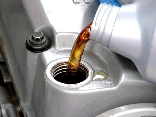 Фото - Скільки потрібно масла в двигун?