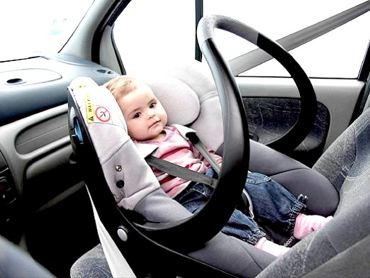Фото - Зі скількох можна їздити на передньому сидінні?